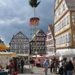 Marktplatz mit Maibaum in Leonberg